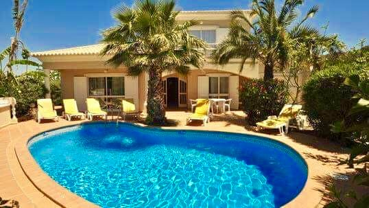 V4 with Swimming pool in the heart of the Golden Triangle – Almancil