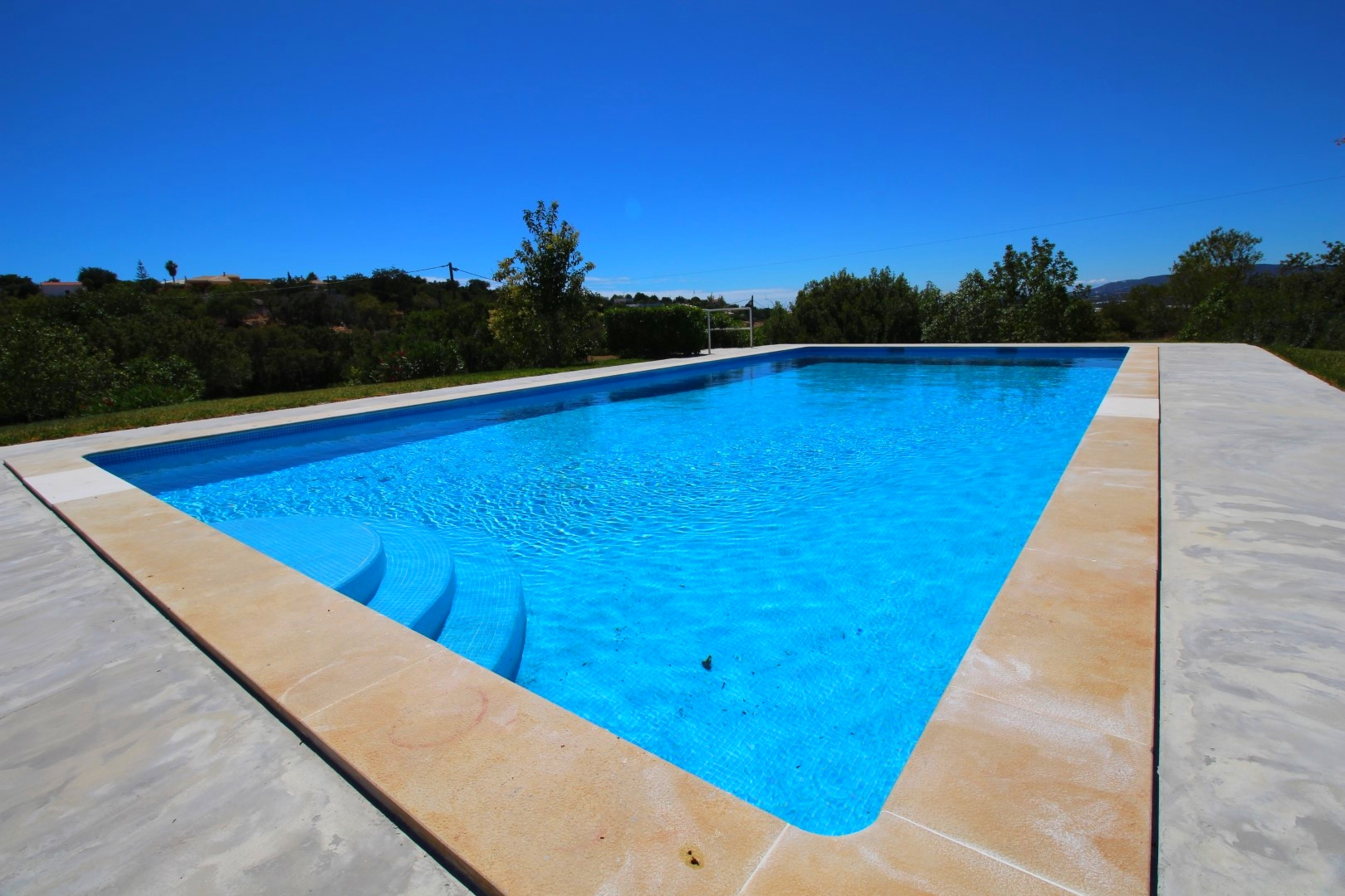V4 + 1 One Level Villa with Large Garden and Swimming Pool – Pet Friendly Between Faro and Estoi – 15 from Faro Airport