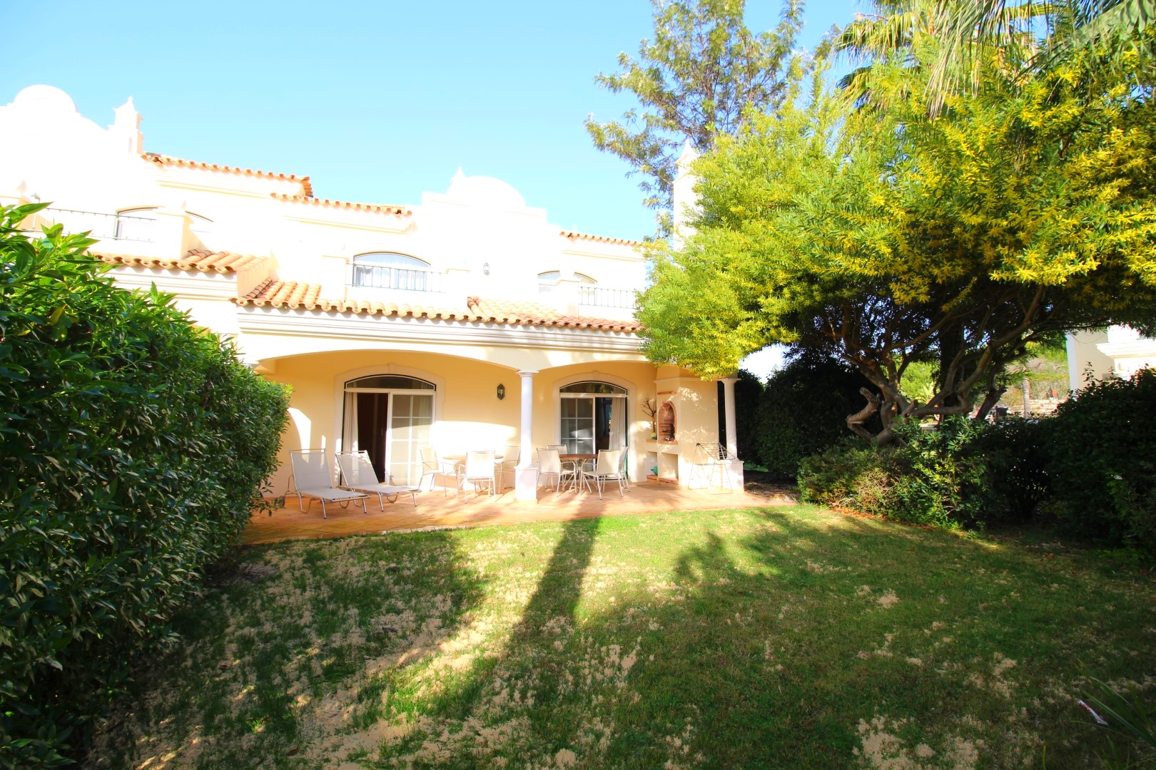 Available for Long Term Rental – V2+1 End Unit Town House – Vale dos Pinheiros, next to Campus Sports Centre and the Lake of Quinta do Lago Golf Resort